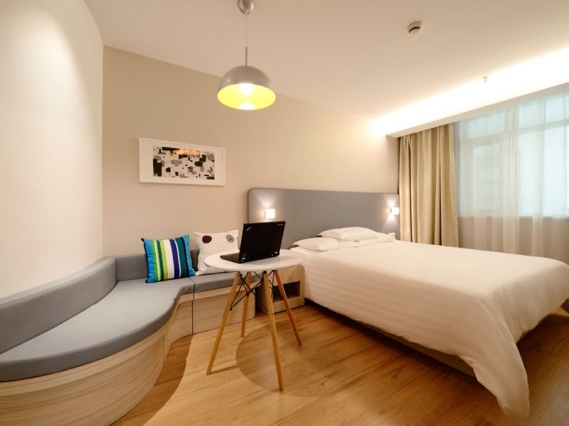 apartment-bed-bedroom-chair-271618
